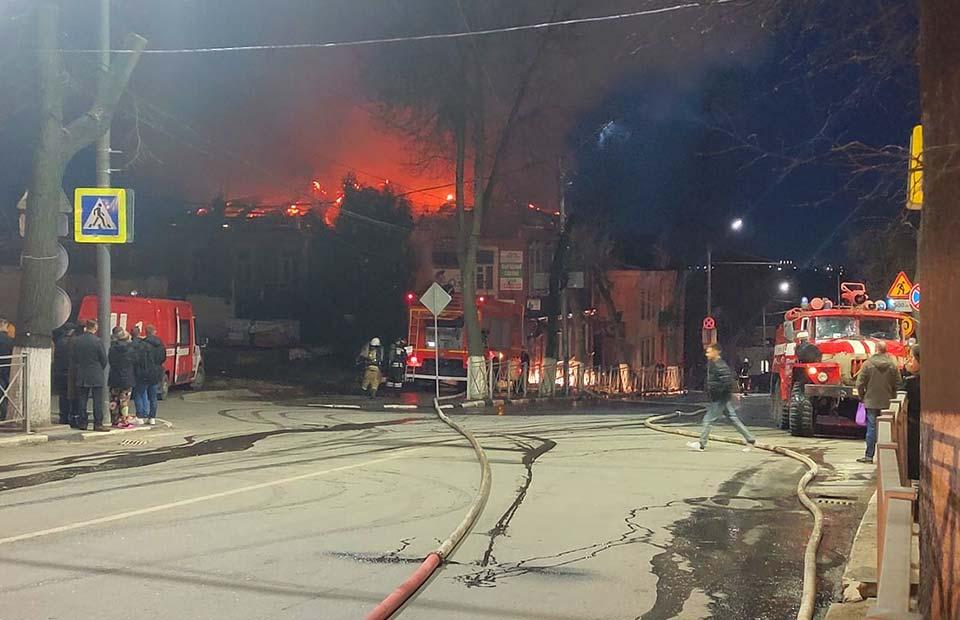 Пожар в здании на ул. Фокина, д. 14. 5 марта 2020 г. Фото А. Жгутова