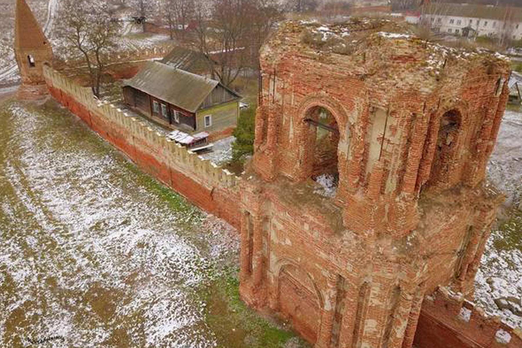 Севский женский Спасо-Преображенский монастырь превращается в руины