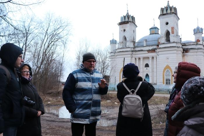 Экскурсионная группа из Москвы посетила усадебный комплекс генерал-фельдмаршала П.А. Румянцева-Задунайского в селе Великая Топаль