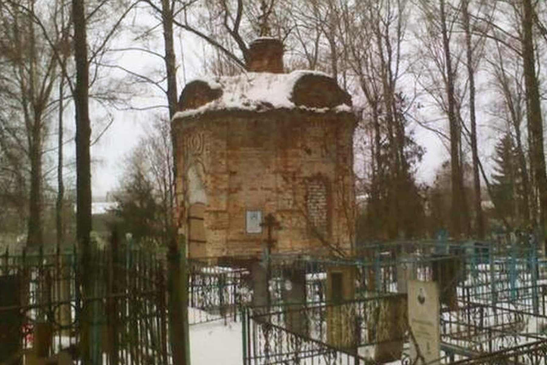 Брянцев призвали спасти старинную кладбищенскую часовню