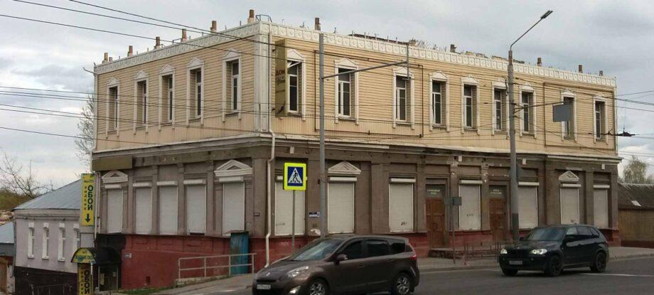 Исторический дом в центре Брянска остался без крыши